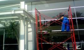 cleaning service - pembersihan jendela kaca